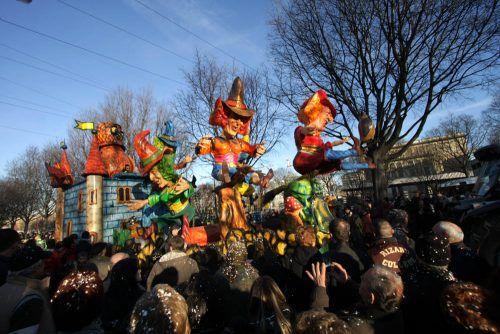 Carnevale a Termoli 3 carri allegorici: sabato 25 e domenica 26 sfilata in piazza Monumento