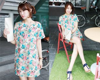 Today's Hot Pick :Classic Floral Straight Dress http://fashionstylep.com/SFSELFAA0001872/righthen/out Achieve that sweet and feminine look with this straight dress. It has a classic floral pattern with a short length to accentuate your legs. It also has slit pockets and a button closure at the back. You can finish your outfit with heels to bring you that elegance and sophistication to your look.