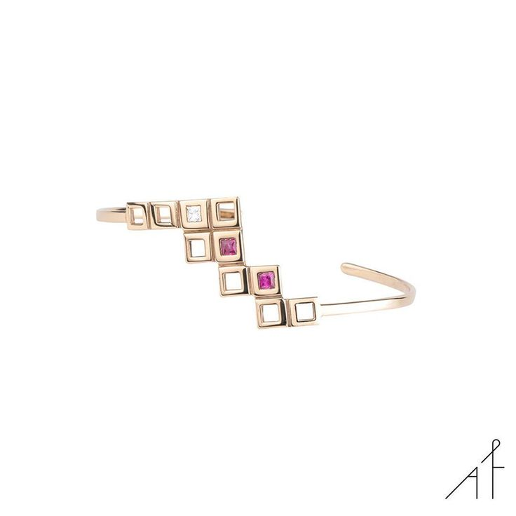 NEW Pyramid Bracelet! Love pieces that are conversation starters!  #afewjewels #gold #jewel #new #fashion #fashionista #ruby #rubi #monday #goodmorning #amazing #love #color #style #instamood #instagood #beautiful #moda #geometry #simple #worthy #diamond #colorful #mood #instajewelry #valentinesday #shop #shoponline #design #art