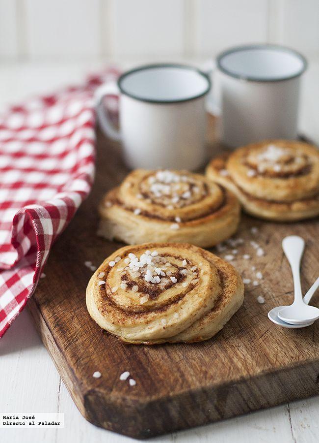Hoy es el día del cinnamon bull en Suecia, por eso os he preparado esta receta tradicional de bollos de canela suecos o kanelbullar que encontré en el blog d...
