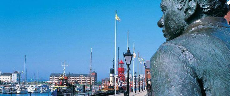 Dylan Thomas statue overlooking Swansea Marina
