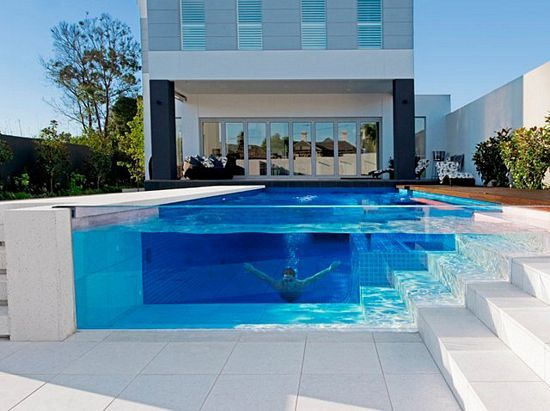 I don't think I will ever own my own pool, but if I did I would insist on this glass edge.