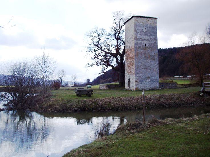 Burgruine_Rieshofen_im_Landkreis_Eichstätt.jpg (2560×1920)
