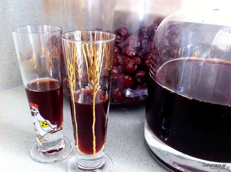 Λικέρ βύσσινο με βάση πολίτικη συνταγή που «ψήνεται» στον ήλιο καθ' όλη την διάρκεια του καλοκαιριού και με μυρωδικά όπως κανέλα και γαρύφαλλο.