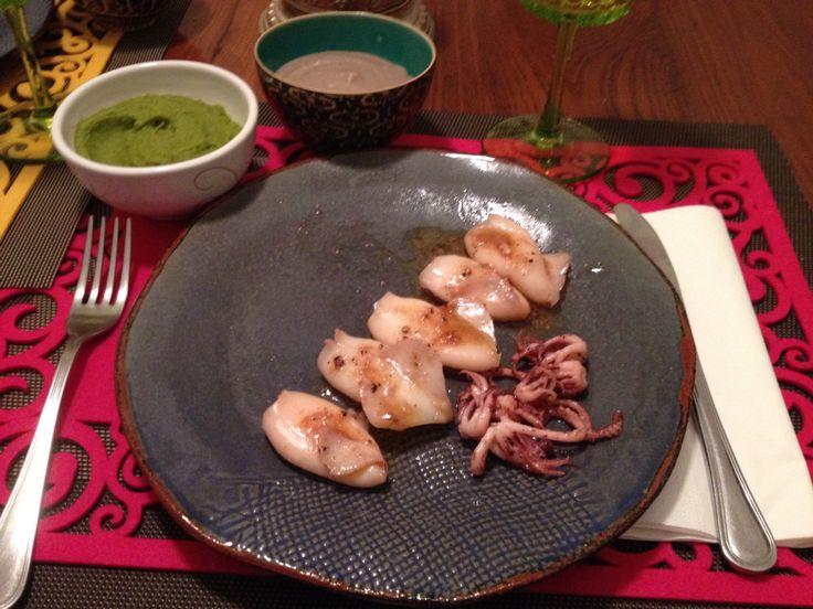 Calamari con doppia salsa di patate viola e di zucchine