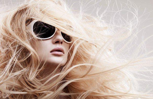 """Прически на длинные волосы. Осень - пора когда прически заплетать актуальней всего, ведь холодный ветер растрепает волосы да еще и запутает их та, что дойдя до работы ваша укладка будет похожа на """"что-то с чем-то"""". А ведь мы такого не можем допустить! Читайте как выглядеть модно это осенью!"""