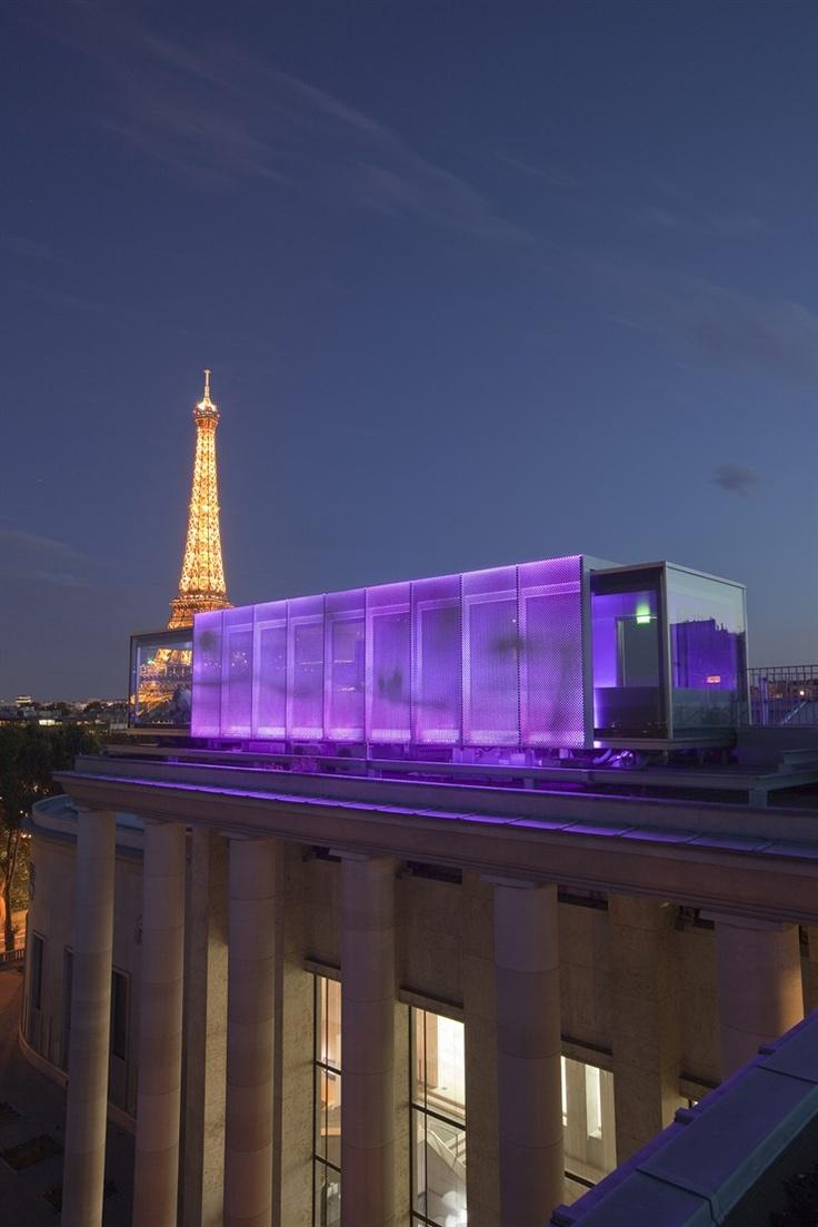 temporary restaurant on the roof of the Palais de Tokyo Museum, 2009 Paris  (CW22-2)