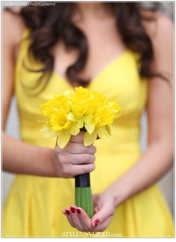 Daffodils are vibrant and perfect for spring weddings! Daffodils are typically available from the beginning of March through the end of April (although sometimes into May) at GrowersBox.com!Wedding Trends, Yellow Wedding, Spring Weddings, Bridesmaid Dresses, Daffodils Bouquets, Yellow Bouquets, Lemon Yellow, Bridesmaid Bouquets, Bright Colors