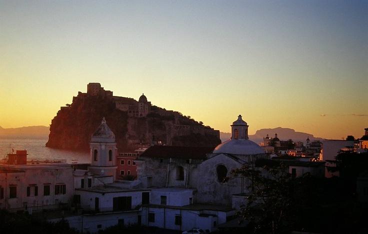 Ischia Ponte, just after sun-up  Il centro storico alle prime luci dell'alba