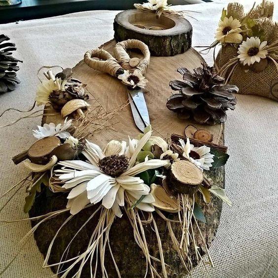 krem çiçekler ve yeşil yapraklarla süslenmiş, mutlu günlerinizde misafirlerinize hediye olarak verebileceğiniz harika ahşap magnetler