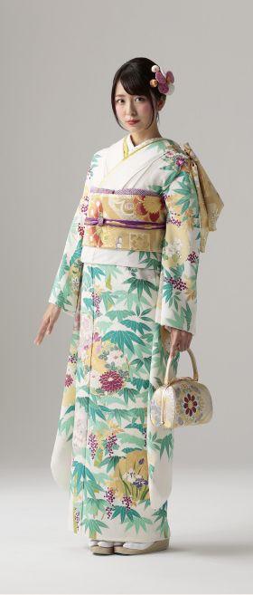 Furisode kimono(振袖)  雪笹 - 古代縮緬に白地。紫の「南天」柄と「雪輪」柄。竹笹の柄は力強く伸びると言われ、力強く生きて行くという縁起の良い柄。 特選古典柄振袖 KIMONO MODE
