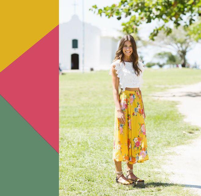ГОРЧИЦА + ЦВЕТОЧНЫЕ РОЗОВЫЙ И ЗЕЛЕНЫЙ Длинная горчичная юбка с крупными и яркими цветами определенно стала бы вашей любимицей, потому что на фоне этого пряного оттенка желтого цветы смотрятся вдвойне более солнечными и жизнерадостными.