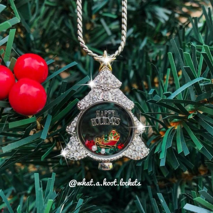 Check out the new Origami Owl Holiday Collection! Origami Owl Living Lockets make the perfect gift for your all the special women in your life! Create their story with a personalized locket and adorable charms! #origamiowl #giftideas #personalized #jewelry