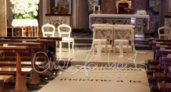 Elettrizzante matrimonio a Sorrento. Gli allestimenti floreali all'esterno e all'interno della chiesa.