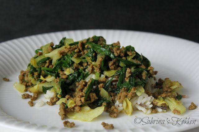 Sabrina's Køkken: Karry spidskål med spinat og hakket oksekød
