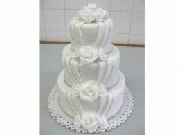dort se zdobným překládáním http://www.cukrovi-kuncovi.cz/cukrarska-vyroba/svatebni-dorty