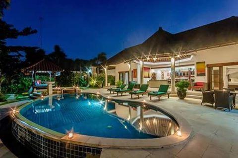 3 bedroom villa in #seminyak area Book before end of October and enjoy 20% discount ^_^ www.geriabalivacation.com/villa-ginger/ #bali #villa #balivilla #hgtv #seminyakvilla #villalife #tbt...