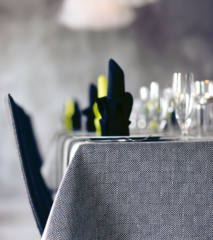 Rutig strandråg black/unbleached. Table cloth. Pure linen from Växbo Lin.