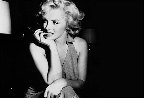 Marilyn Monroe: asta per l'abito che indossò al compleanno di JFK - È interamente coperto di diamanti, perline e lustrini l'abito che Marilyn Monroe indossò al compleanno di JFK e che sarà venduto all'asta per una cifra esorbitante... - Read full story here: http://www.fashiontimes.it/2016/09/marilyn-monroe-asta-abito-che-indosso-compleanno-jfk/