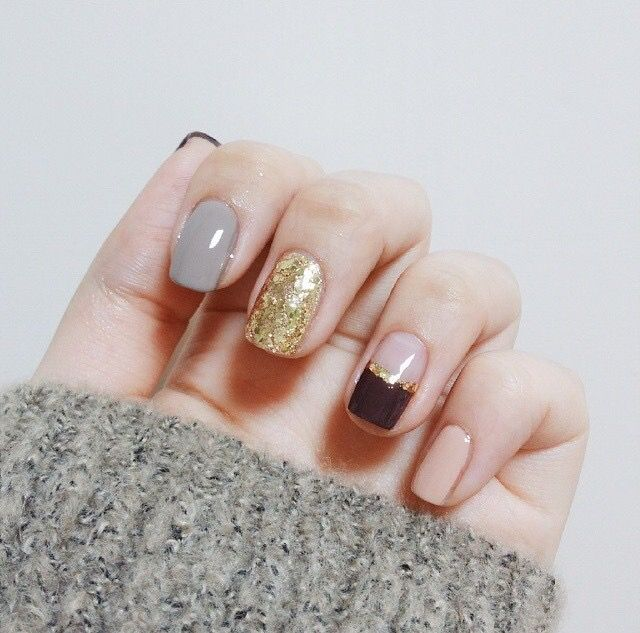 Chic statement nails in grey, nude & gold, alternative manicure