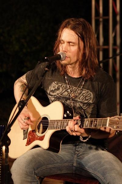 Myles Kennedy Alter Bridge! Watch Over You is one of the most meaningful songs I know and I need to buy all of alter bridges albums soon so I can listen to all of it!