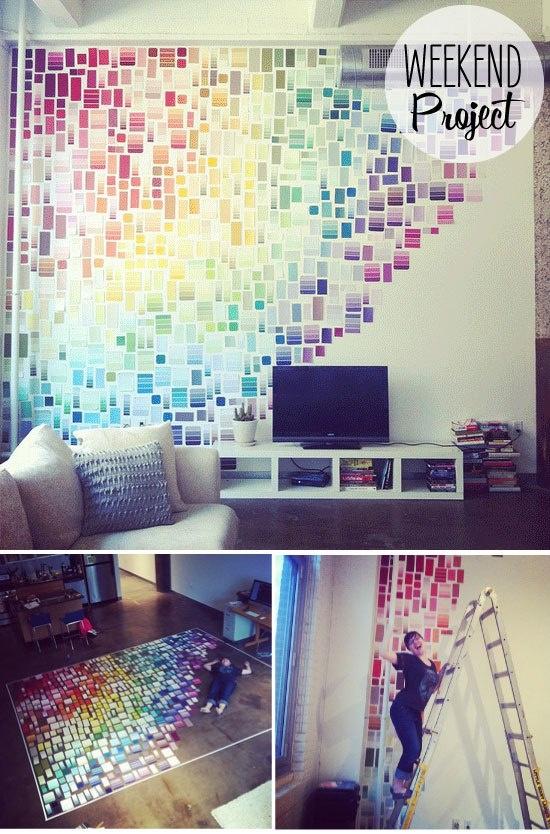 To na zdi jsou nalepené vzorníky barev. Majitelé se nemohli rozhodnout, jakou barvou vymalovat a jak přikládali různé vzorníky, zjistili, že to vypadá dobře. Vyžádali si z různých obchodů další a udělali tuhle mozaiku :-)