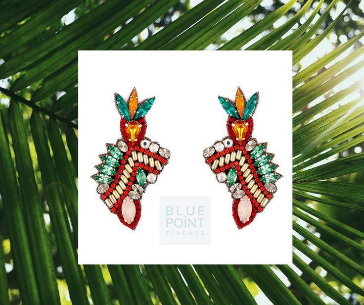 ! ANTEPRIMA ! I nostri orecchini preferiti per l'agosto in arrivo !  Colorati e un pochino selvaggi ... li immaginiamo indossati con un abito quasi invisibile....naturalmente in spiaggia!