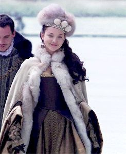 My favorite outfit Anne wears in The Tudors - Natalie Dormer