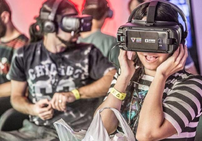 Um jogo de tiro em primeira pessoa, uma animação indicada ao Oscar e uma cirurgia de transplante de coração. Pode parecer improvável, mas essas três coisas têm algo em comum: a Realidade Virtual. E é para mostrar ao público as possiblidades que essa tecnologia já possibilita que foi realizado em São Paulo o primeiro Hyper VR Festival. A Escola Britânica de Artes Criativas, na Vila Madalena, foi o local escolhido para receber algumas das empresas brasileiras mais avançadas no segmento da…