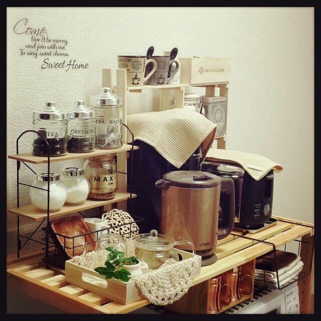 女性で、、家族住まいのカフェ風/すのこ 棚/DIY de miniすのこ棚♥/キッチン改造中♥/生活感アリ ♥…などについてのインテリア実例を紹介。「miniカフェコーナー作りました!!「バリスタ~♥美味しいコーヒー入れて♥」とお願いすると旦那サンが張り切って用意してくれます(●´▽`●)笑」(この写真は 2014-06-01 19:04:44 に共有されました)