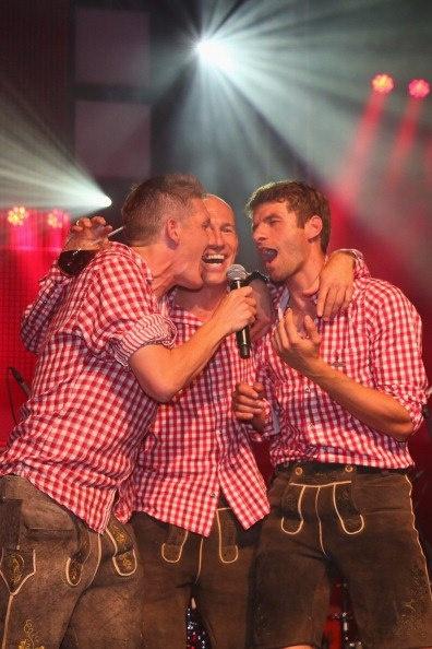 Bastian, Robben and Thomas singing :)