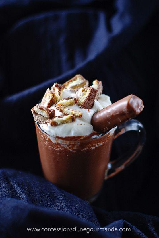 Complètement décadent, gourmand, irrésistible ... bref les mots me manquent pour vous décrire cette petite merveille. En ce moment le froid et la grisaille ne nous quittent plus et quoi de plus réconfortant qu'un délicieux chocolat chaud maison aux Twix®...