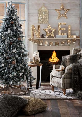 Ever seen a Christmas set up so gorgeous!? Home accessories are a must-have for a cosy festive haven.