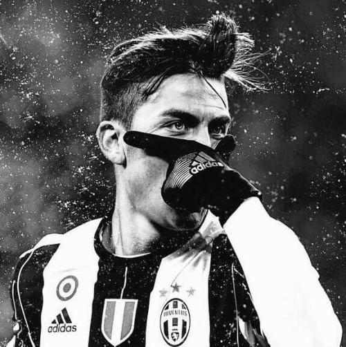 Periodista: Te convertiste en Messi hoy Dybala: La gente tiene que entender que yo no soy Messi soy Dybala. Yo quiero ser yo no el nuevo Messi  vía JuezCentral