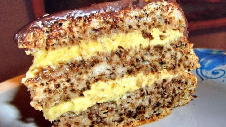 Ingrediente pentru blat: – 6 albusuri – 6 linguri de zahar – 4 linguri de faina – o lingurita rasa bicarbonat de sodiu stins cu lapte fierbinte sau zeama de lamaie – 10 linguri de nuca macinata Ingrediente pentru cremă: – 6 galbenusuri – 120 g unt moale (80% grasime) – 120 g zahar pudra …