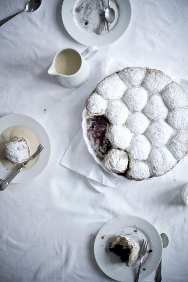 ... ~ blackberry buns with warm vanilla sauce ~ ...