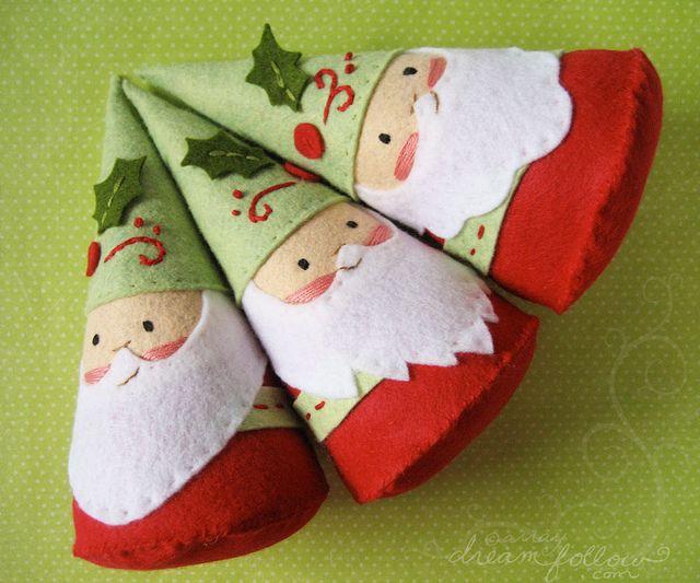 Pequeños Papá Noel de fieltro! :)