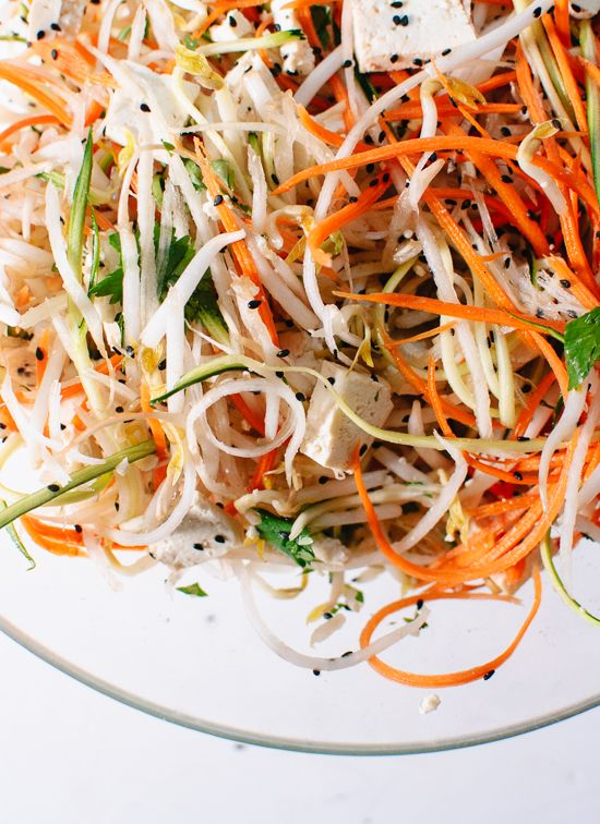 NO NOODLE PAD THAI –raw vegetables stand in for the classic rice noodle and the results could not be tastier! #crazedcook #padthai #vegetarian
