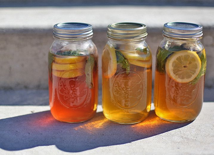 -Cut a lemon into slices. Add a few lemon slices and some mint to your jar  -Add some tea bags to your jar, and fill to the top with distilled water. Three recommended teas: mint, chamomile, and jasmine green tea.  -When it comes to the amount of tea bags,  more is more! You can always water your tea down afterward if it ends up too strong. We put 3 tea bags in each 24-oz. jar, but felt we could have used more.