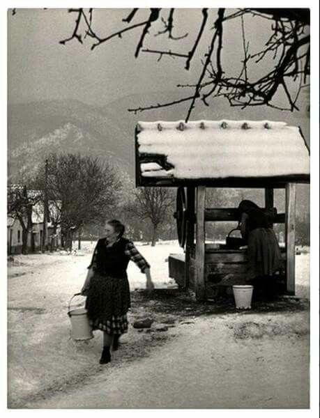 Kerekes kút - Magyarország, 1957 Fotó: Vadas Ernő (fotomuzeum.hu)