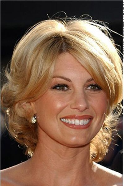 This short hairstyle looks romantic and very sexy. Faith Hill has thick hair with bangs that come at the sides of the forehead. The look is very attractive as the hair is healthy looking.Faith's haircut is short and layered.Her hair colouring is blonde.