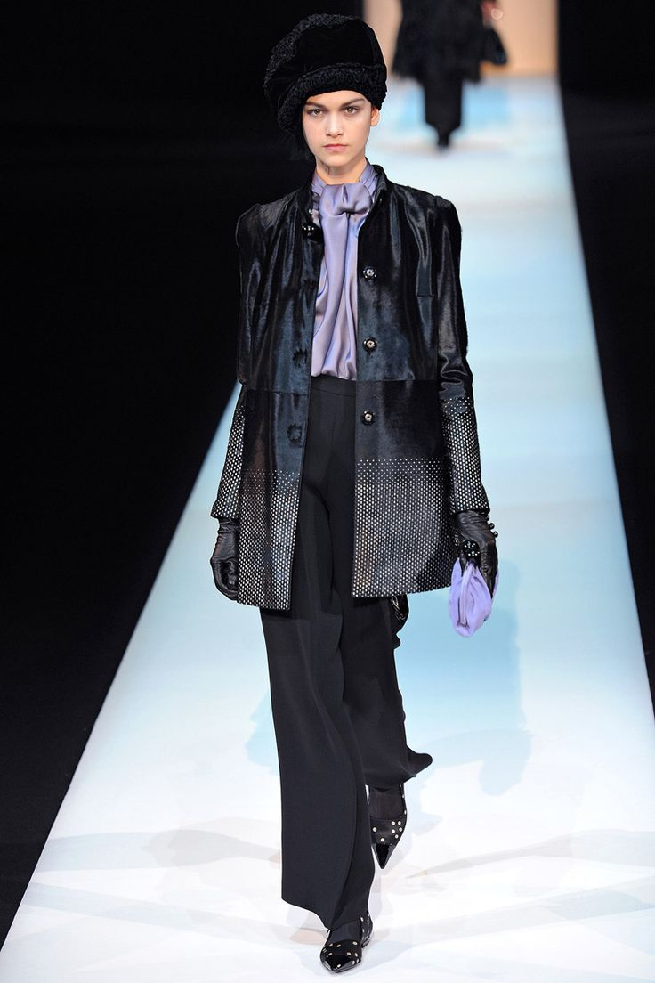 Giorgio Armani Fall 2013 RTW - Review - Fashion Week - Runway, Fashion Shows and Collections - Vogue - Vogue