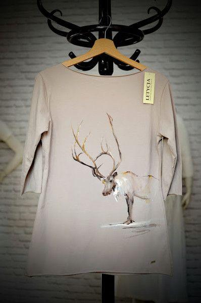 Bluzka malowana ręcznie z łosiem by LETYCJA w Letycja odzież ręcznie malowana na DaWanda.com