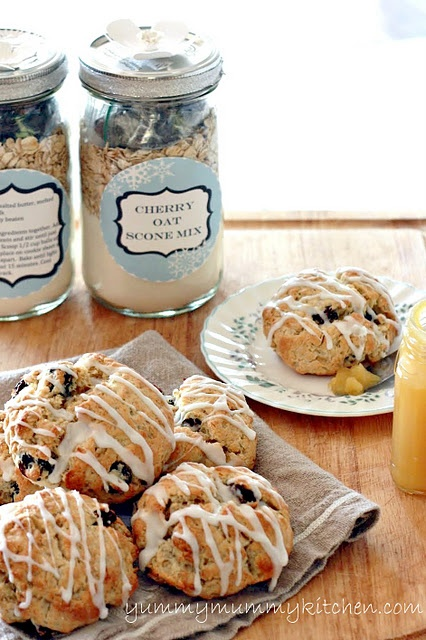 Cute homemade gift idea: oat scone mix. Printable Labels from yummymummykitchen.com