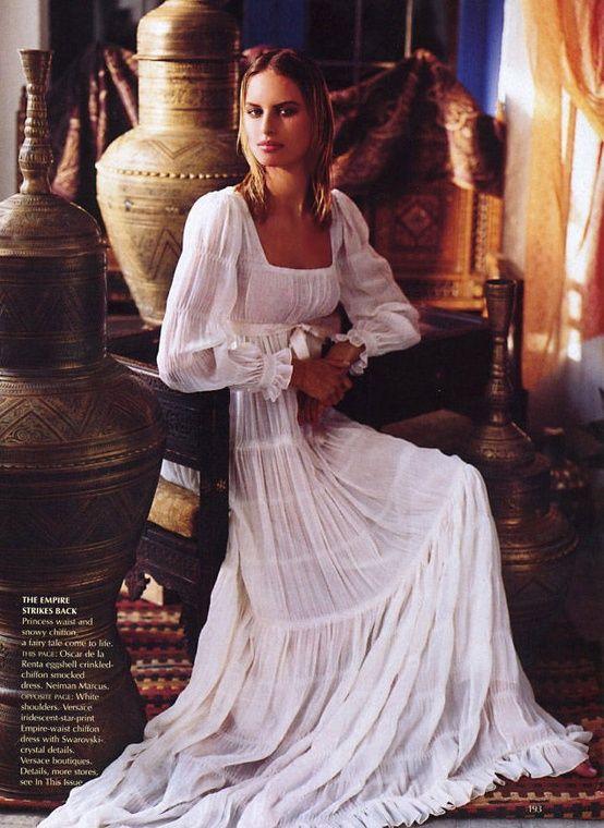 Oscar de la Renta gypsy boho hippie style. Romantic dress in white. For more followwww.pinterest.com/ninayayand stay positively #pinspired #pinspire @ninayay