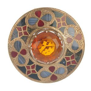 LOT:340 | A late 19th century 9ct gold Scottish agate brooch.