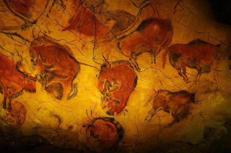 """""""Bisontes"""" Cueva de Altamira (España). 15.000 años antes de Cristo. Casi 100 figuras de animales ocupan lo que se ha dado en llamar """"La Capilla Sixtina de la Prehistoria"""".He tenido la suerte de ver la cueva original y que realmente me emocionó."""