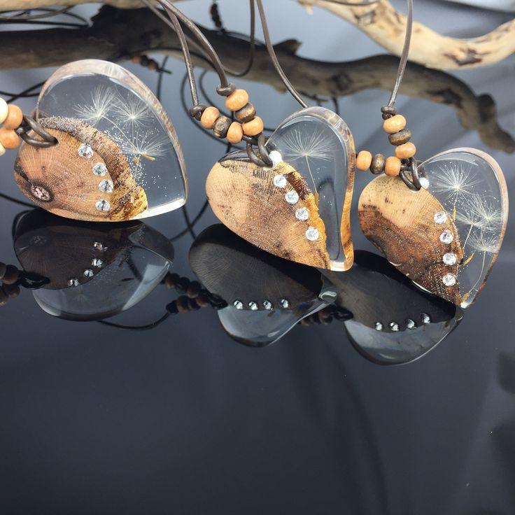 Tolle Herzhalsketten aus Edelholz,Harz, Pusteblumen und Swarovskisteine ❤️ V...  Tolle Herzhalsketten aus Edelholz,Harz, Pusteblumen und Swarovskisteine ❤️ Von ZeitlosSchmuckDe #Aus #EdelholzHarz #Herzhalsketten #Pusteblumen #Swarovskisteine #Tolle #und