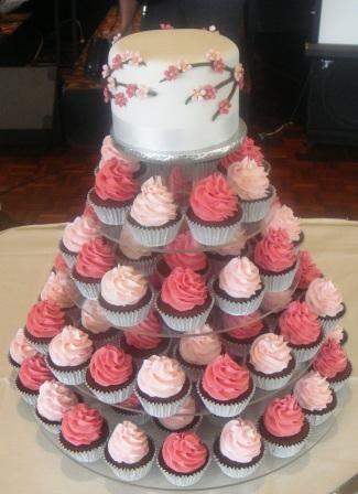 Alternative to a full wedding cake......nice idea :-)