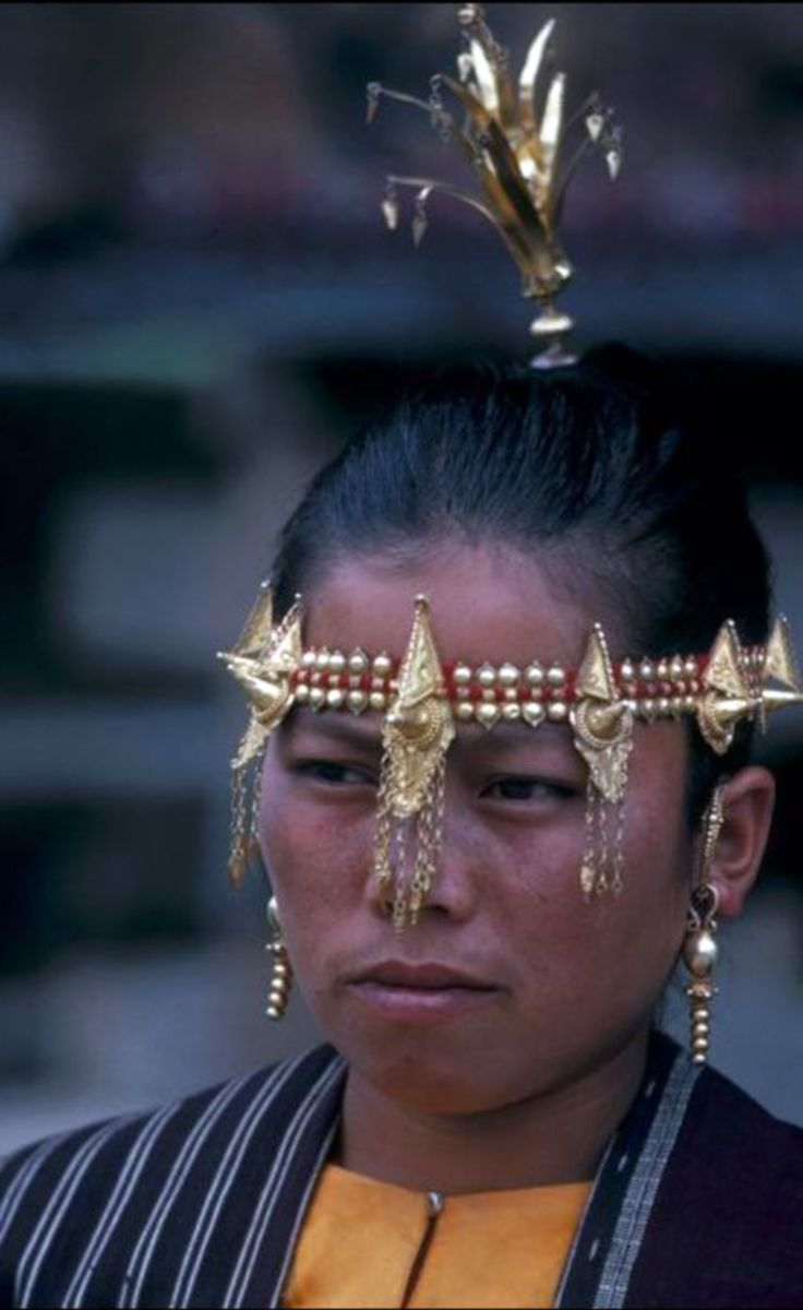 Indonesia ~ Sumatera, Samosir, Simanindo | Toba Batak woman participating in a 'si gale gale' dance. | ©Mrs. Asper Battle